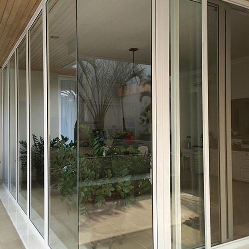 model corner glass